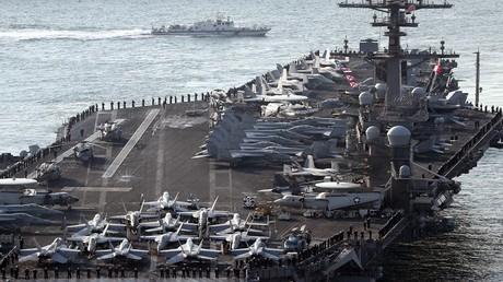"""حاملة الطائرات الأمريكية """"USS Carl Vinson"""" في ميناء بوسان، كوريا الجنوبية، 15 مارس 2017"""