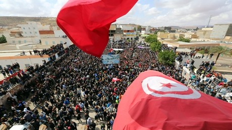 تونسيون يشاركون في إضراب عام ضد التهميش ويطالبون بالتنمية والعمل، تطاوين، جنوب تونس، 11 أبريل 2017
