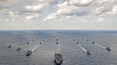 """قوة بحرية أمريكية ضاربة تتقدمها حاملة الطائرات """"Carl Vinson"""""""