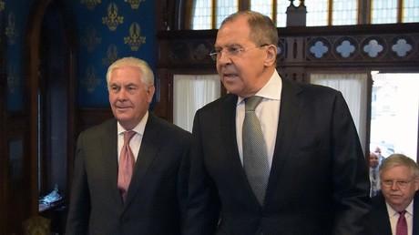 لافروف وتيلرسون قبل الاجتماع