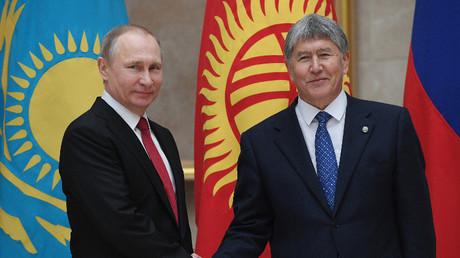 رئيسا قرغيزستان وروسيا في بشكيك