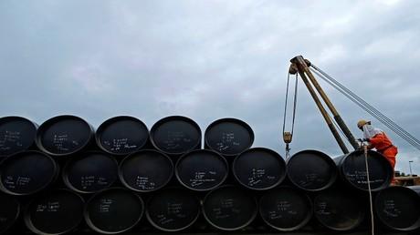 وزير إيراني: منتجو النفط يتجهون نحو تمديد اتفاق خفض الإنتاج