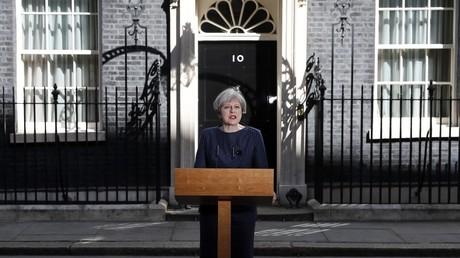 رئيسة الحكومة البريطانية تدعو إلى انتخابات مبكرة
