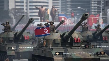 عرض عسكري في بيونغ يانغ 15 أبريل 2017