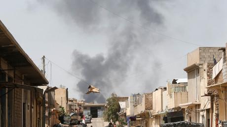 دخان أسود يتصاعد فوق المدينة القديمة بغرب الموصل
