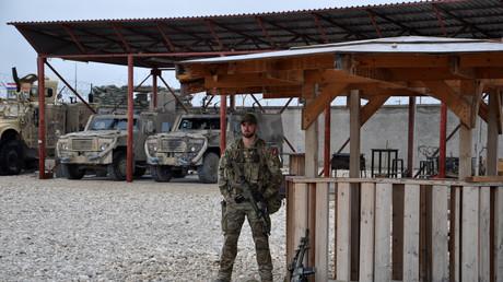 جندي في قاعدة