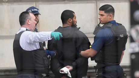الشرطة تعتقل مشتبه به وسط لندن