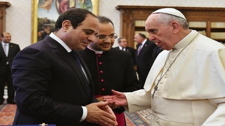 بابا الفاتيكان فرانسيس خلال لقاء مع الرئيس المصري عبدالفتاح السيسي (صورة أرشيفية)