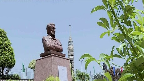تمثال لبوشكين بحديقة الحرية في القاهرة