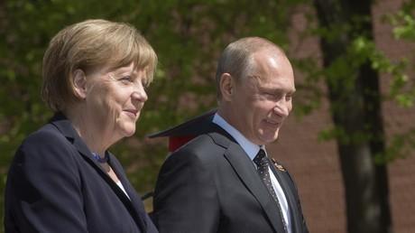 صورة أرشيفية الرئيس فلاديمير بوتين والمستشارة أنغيلا ميركل