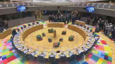 قمة بروكسل تتبنى خطة خروج بريطانيا