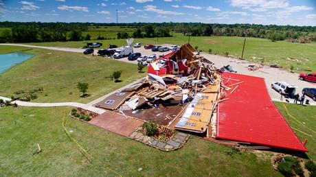 مبنى خشبي مدمر بفعل الأعاصير في تكساس