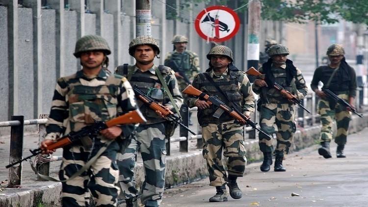 7 قتلى بسطو مسلح على سيارة مصرف في كشمير