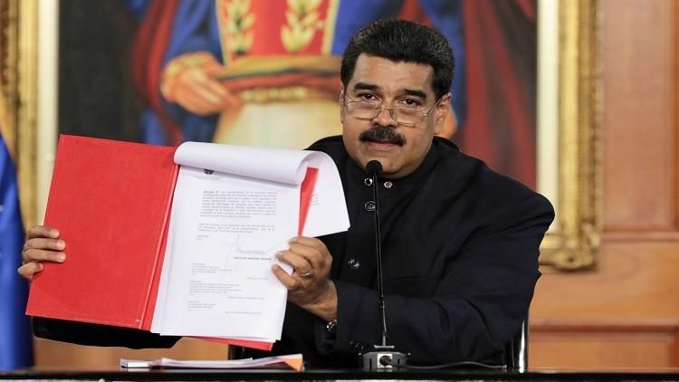 مادورو يوقع مرسوما بتشكيل جمعية تأسيسية والمعارضة تتهمه بالانقلاب