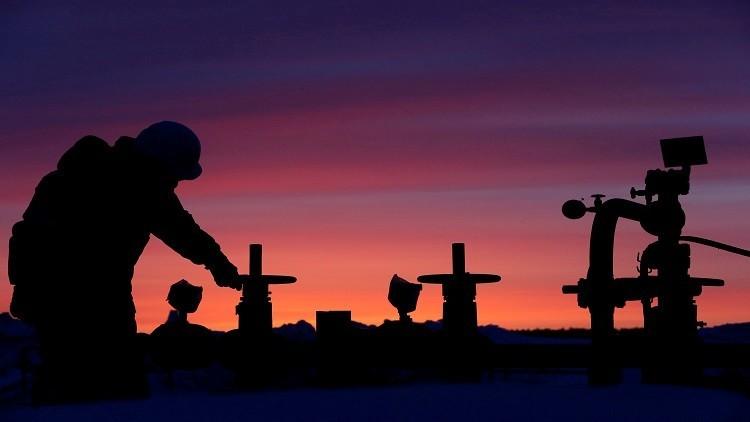 إنتاج روسيا النفطي يتراجع مقتربا من المستهدف في اتفاق الخفض