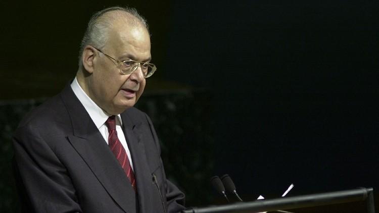 رئيس وزراء لبنان السابق يصوم تضامنا مع الأسرى الفلسطينيين