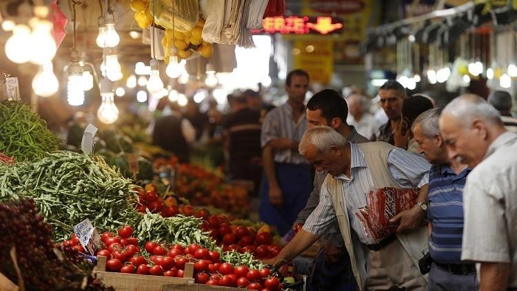موسكو وأنقرة ترفعان القيود عن التجارة البينية عدا الطماطم