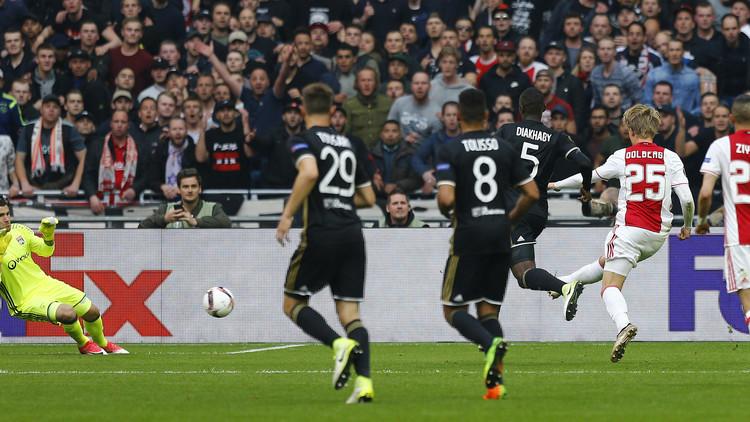 أياكس يضع قدما في نهائي الدوري الأوروبي