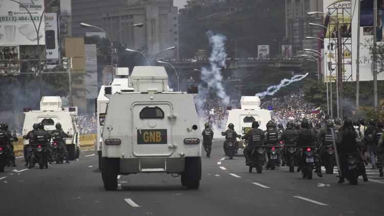 المعارضة الفنزويلية تتهم مادورو بالتحايل على الدستور