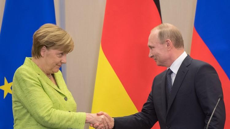 ميركل تنتقد بوتين لكنها لا تقطع العلاقات