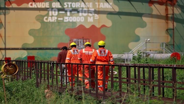 النفط يهبط بعد نشر بيانات حول المخزونات الأمريكية