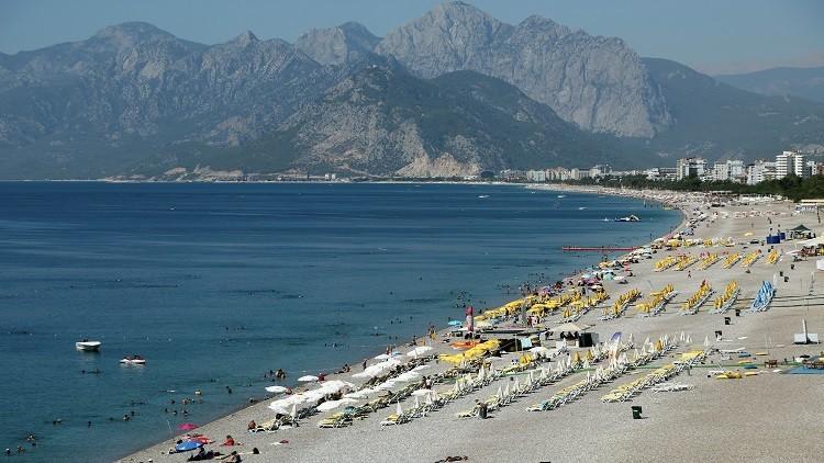زيادة قياسية في عدد السياح الروس إلى أنطاليا التركية