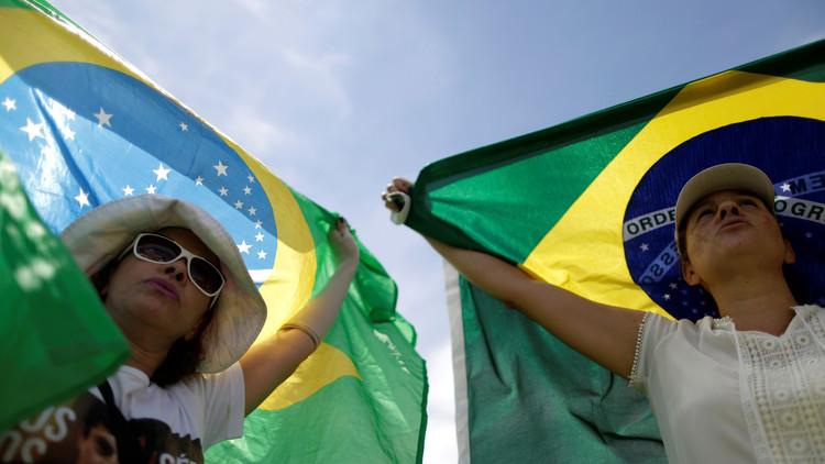 الشرطة تعتقل لاعبا برازيليا أثناء المباراة