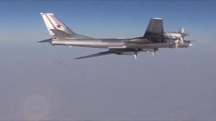 لقطات رائعة لتحليق قاذفات روسية فوق سواحل ألاسكا