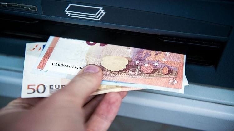 اليورو يتراجع من أعلى مستوى وصله بعد فوز ماكرون