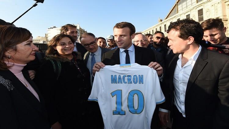 رئيس فرنسا المنتخب لاعب كرة قدم سابقا