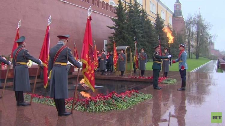 إحياء الذكرى 50 للشعلة الخالدة عند ضريح الجندي المجهول قرب الكرملين