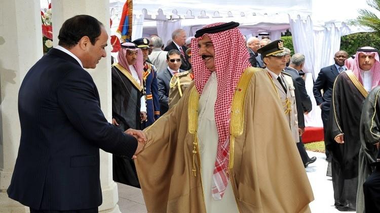 ملك البحرين يستقبل السيسي ويرحب بـ