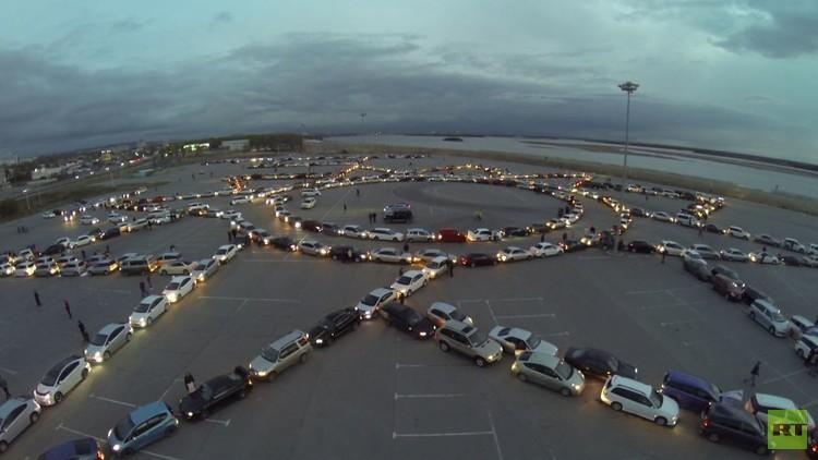 سيارات تصطف بشكل منسق مشكلة وساما عسكريا روسيا (فيديو)