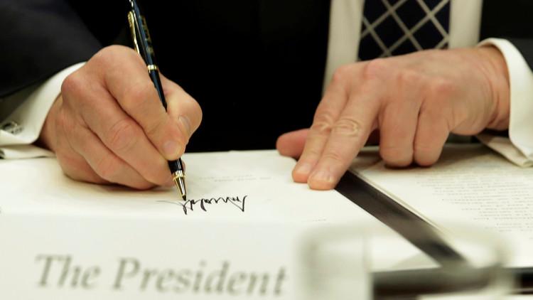 البيت الأبيض: ترامب يمدد العقوبات ضد الحكومة السورية