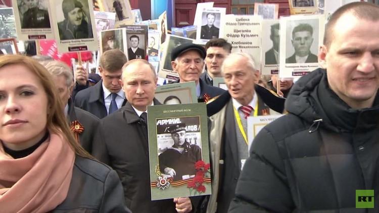 الرئيس بوتين يشارك في  مسيرة