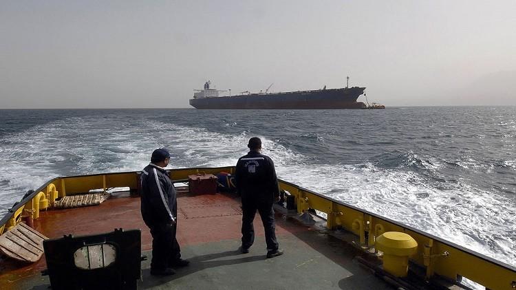 السعودية تخطر آسيا بتقليص إمدادات النفط