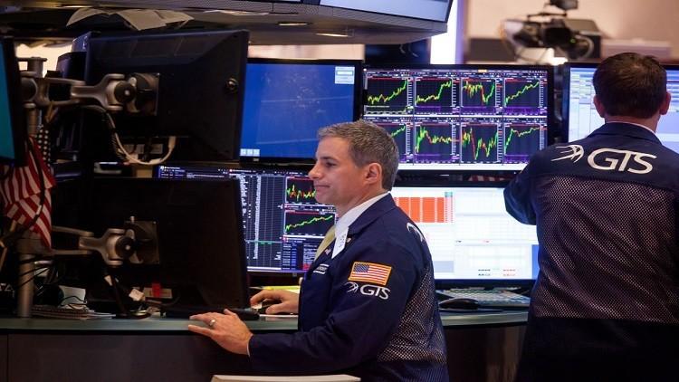 الأسهم الأمريكية تنخفض بعد إقالة كومي