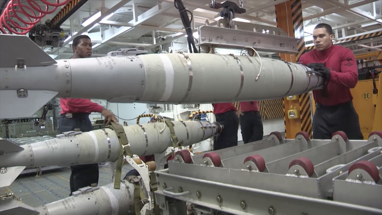 الإمارات تشتري صواريخ أمريكية بملياري دولار