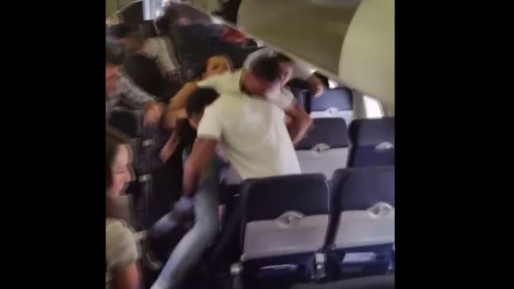 شجار على متن طائرة