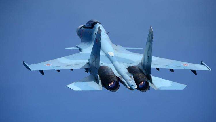 الدفاع الروسية: الطيار الأمريكي أخطأ في تحديد طراز مقاتلتنا وهرب بعد الترحيب!