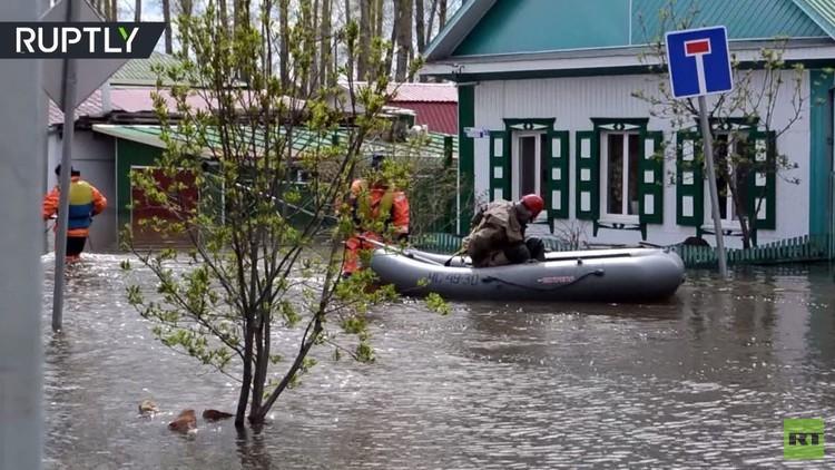الفيضانات تغمر مدينة إيشيم بمحافظة تيومين الروسية