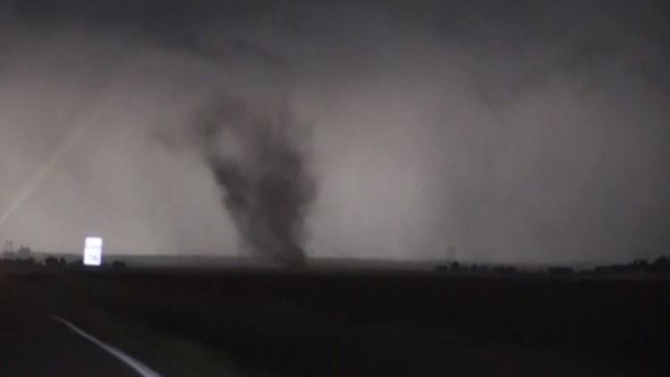مقاطع مصورة تبين تشكل إعصار في أوكلاهوما (فيديو)