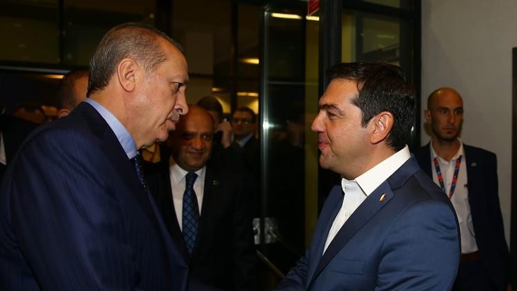 أردوغان يناقش مع تسيبراس تسليم عسكريين أتراك