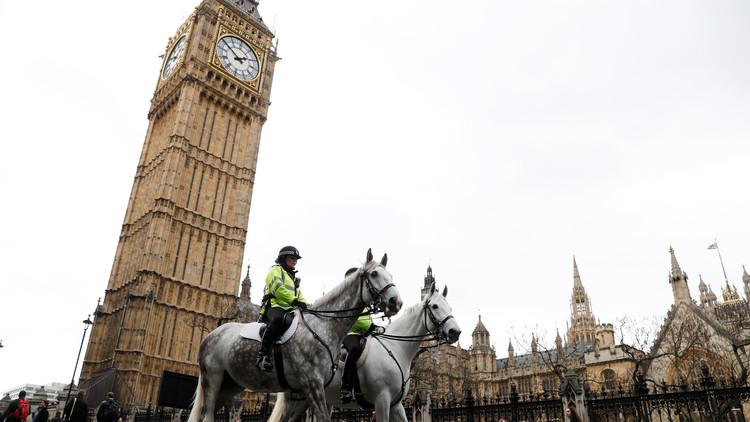 استطلاع بريطاني يظهر تقدم المحافظين على العمال