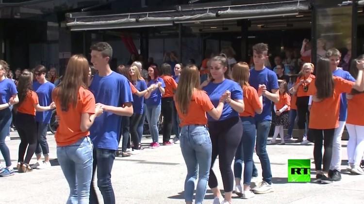 خريجو المدارس يتألقون في رقصة الباجاتا في ساراييفو