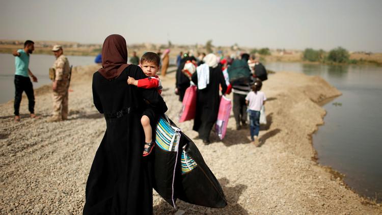 مقتل 64 مدنيا على يد قناصة