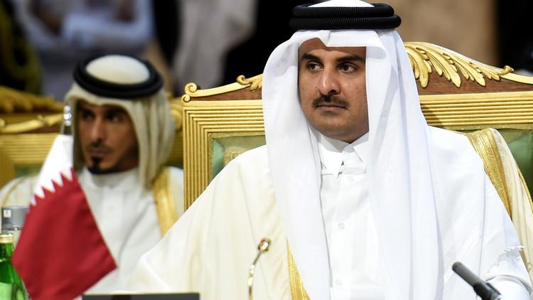 أمير قطر يدعو لحل الأزمة السورية سياسيا