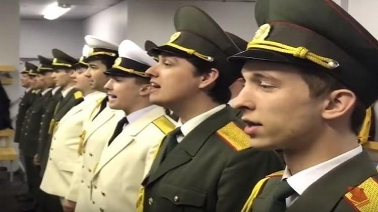 الأوركسترا العسكرية الروسية تهنئ مغني راب بطريقة مميزة