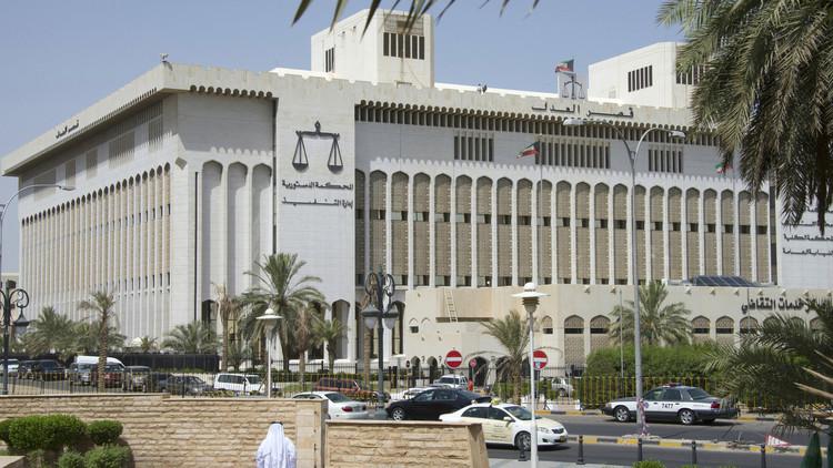 سجن 3 من أفراد العائلة المالكة في الكويت
