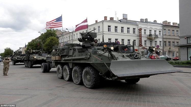 الناتو يجمع قوات الغزو